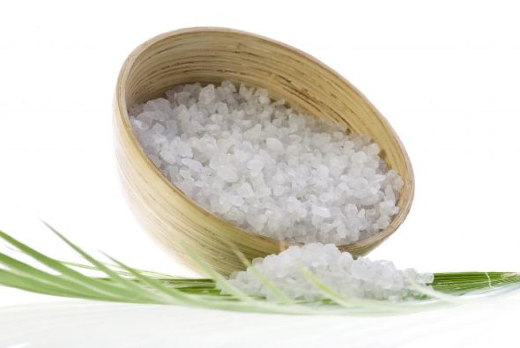 cách trị viêm nang lông ở chân bằng muối